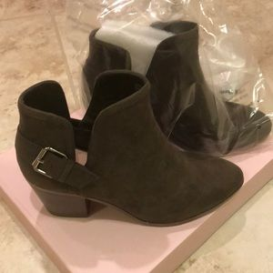 JustFab olive green booties in size 7.5 NWT